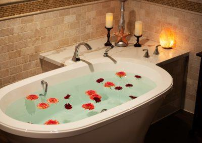 Favorit-Tub-Candles-Flowers-400x284